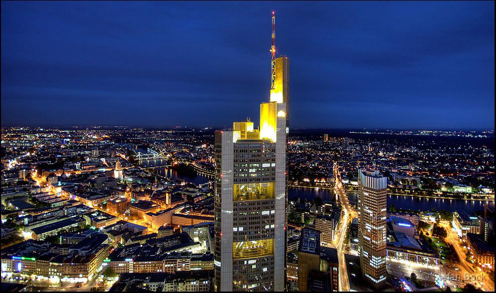 Нічне місто Франкфурт-на-Майні