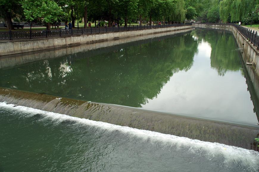 Річка Салгір у центрі м.Сімферополь