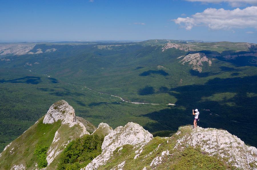 1400 м над р.м. Внизу шоссе Алушта-Сімферополь