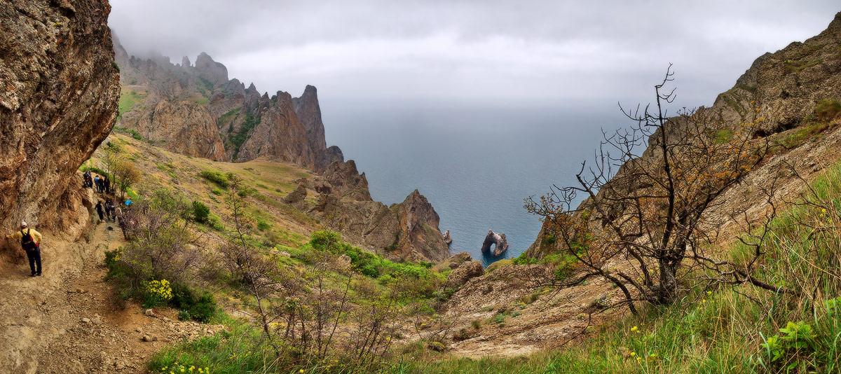 """Вид на Чорне море та """"Золоті ворота"""" зі схилів Кара-дагу"""