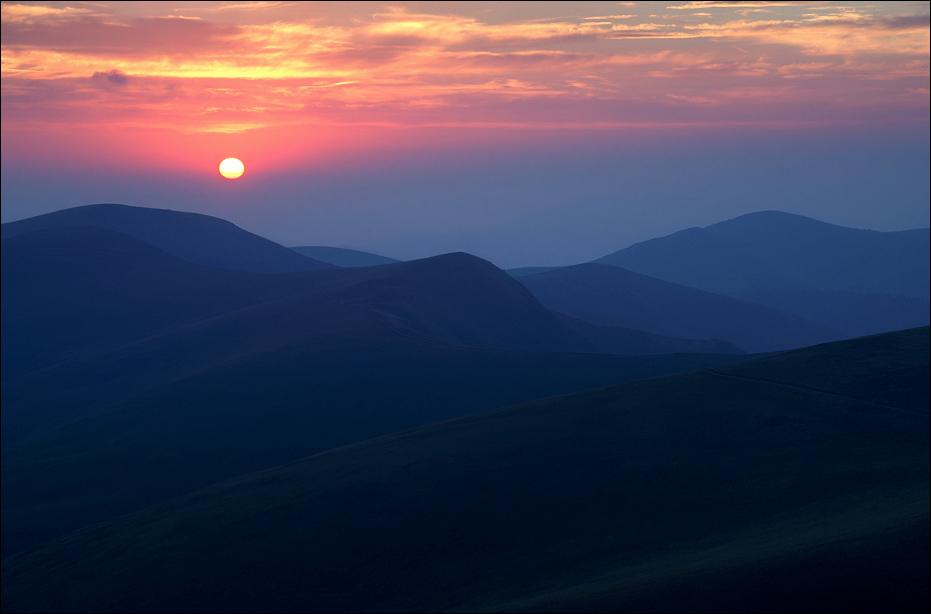 Захід сонця над Свидовецьким масивом