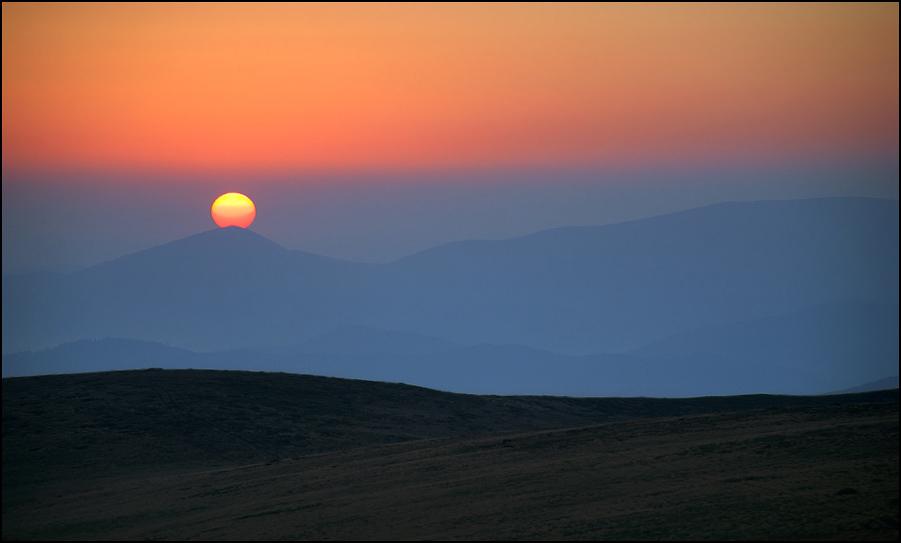 Схід сонця над Горганами (вид з г. Догяска)