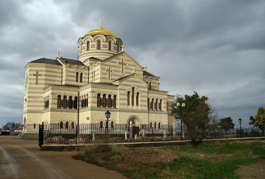 Собор Св. Володимира на березі Чорного моря