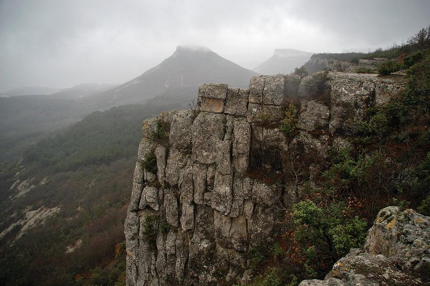 Скелі біля Чуфут-Кале