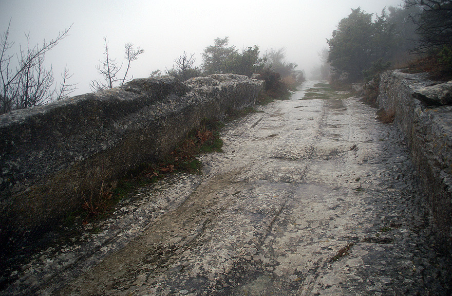 Середньовічна кам'яна дорога