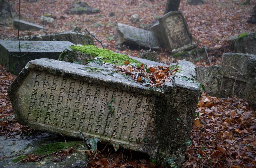 Написи на могильних плитах на стародавньо-біблійській (арамійській) мові