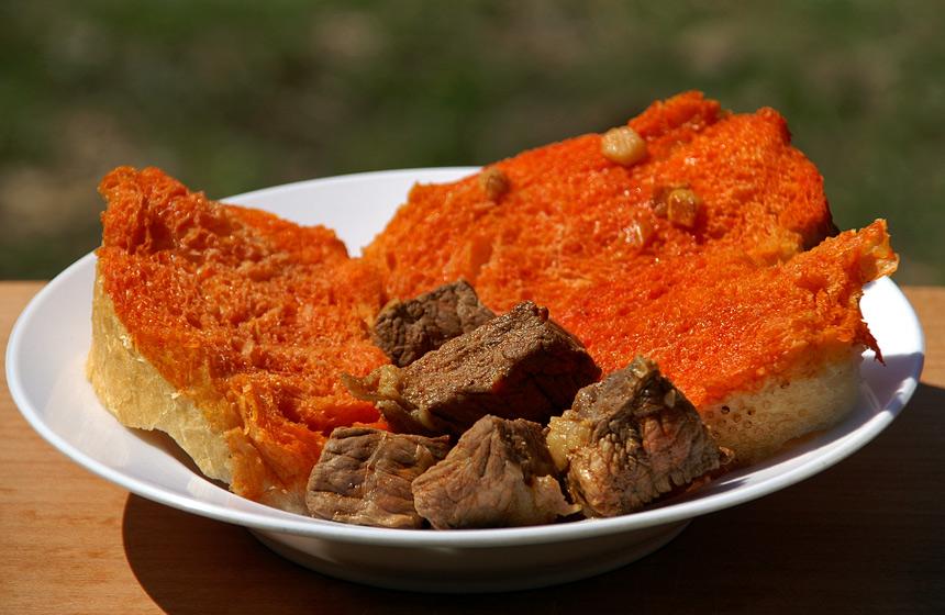 """""""Мачаний"""" хліб - відмінна закуска до півдеци (50 гр. горілки)"""