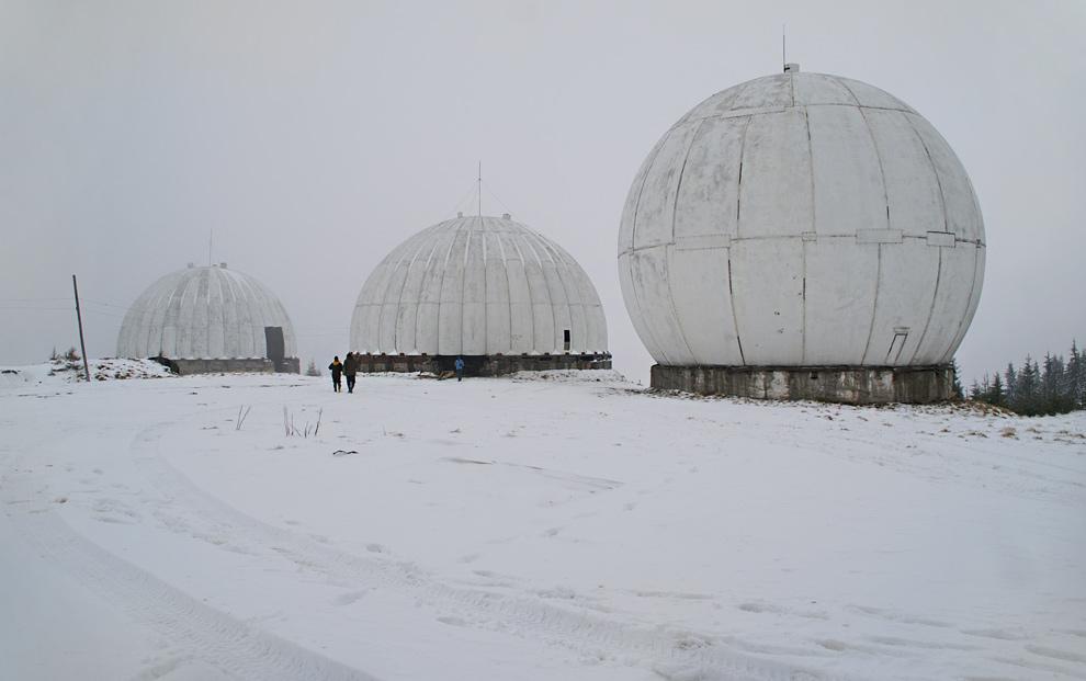 """РЛС """"Памір"""" на вершині гори Томнатик - 1565 м гад р.м."""