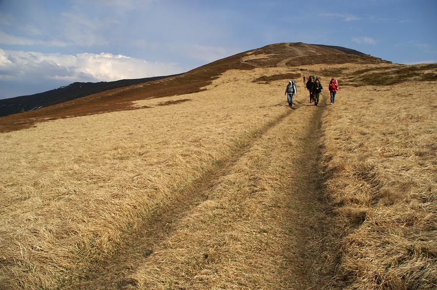 Спуск с горы Великий Верх