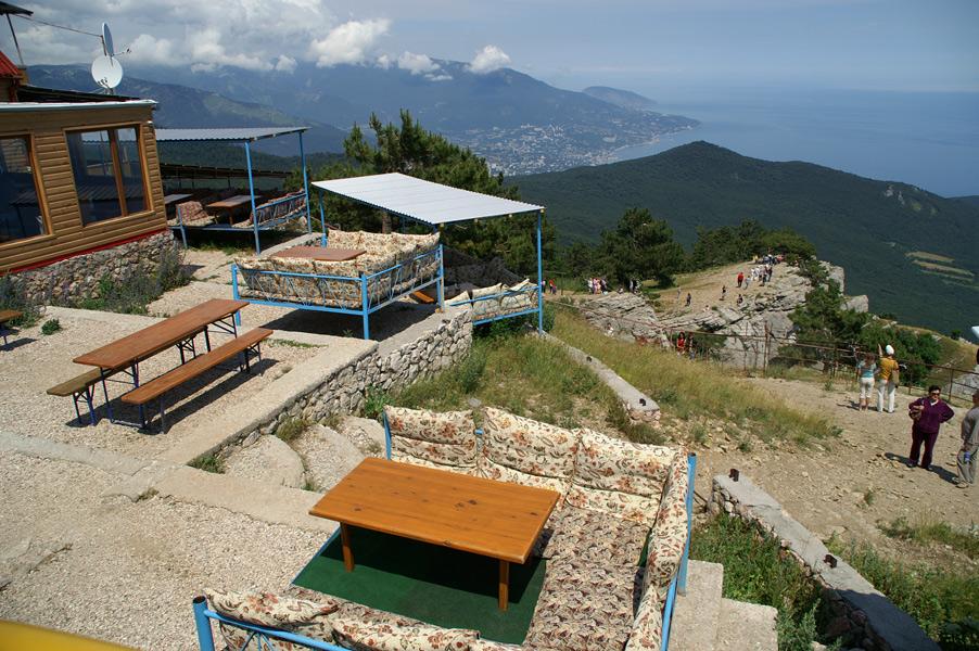 Вид з верхнього плато Ай-Петрі на Чорноморське узбережжя