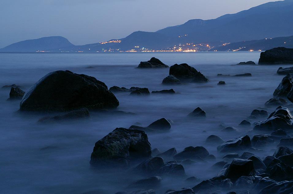 Нічне море. На дальньому плані Алушта