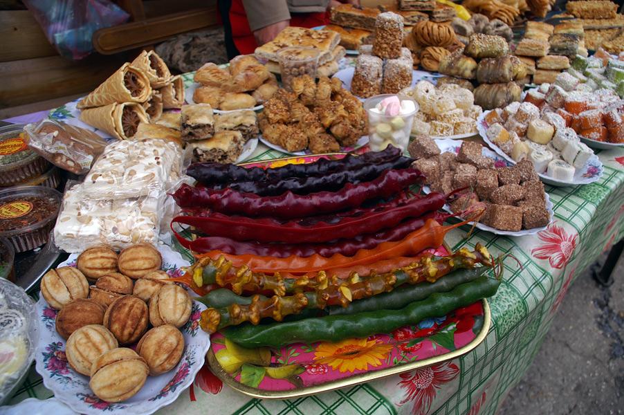 Східні солодощі - чурчхела, щербет, рахат-лукум...