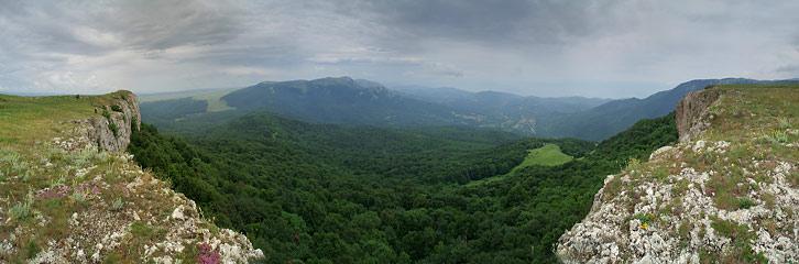 Кримські гори. Вид із Тирке на Таш-Хабах, Карабі і Генеральське