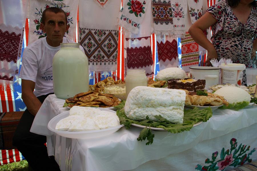 """Фестиваль сиру """"Молочна ріка"""""""