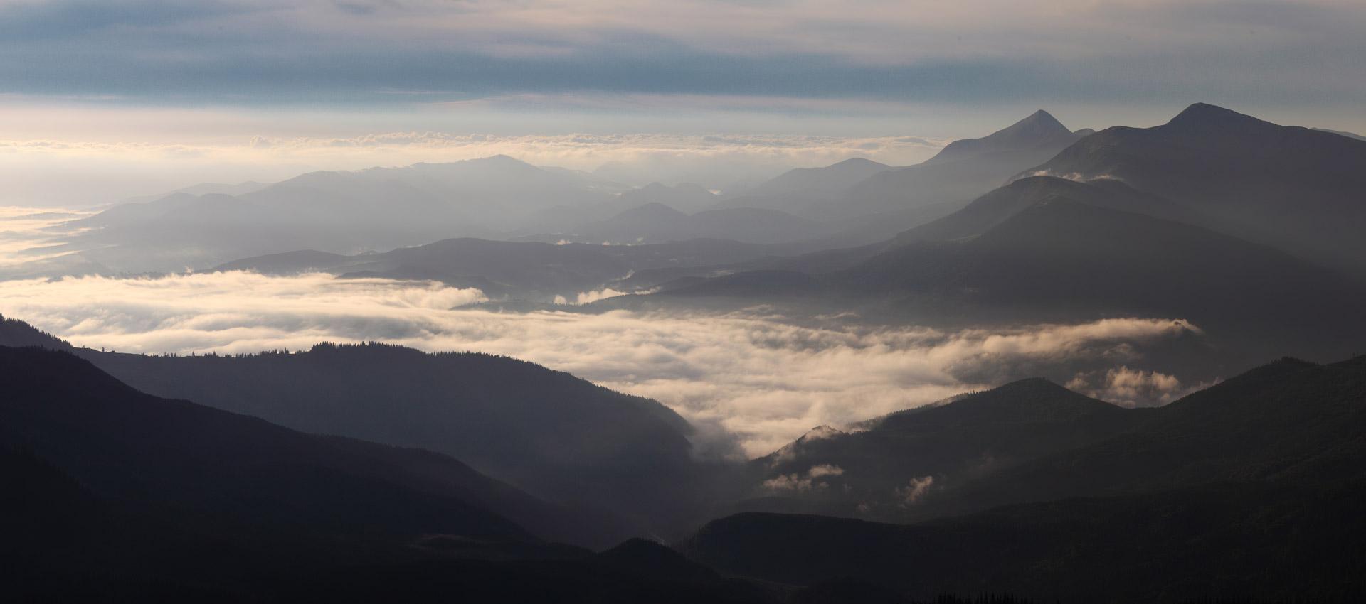 Ранок на Свидовці. Вид з гори Стіг - 1704 м над р.м.