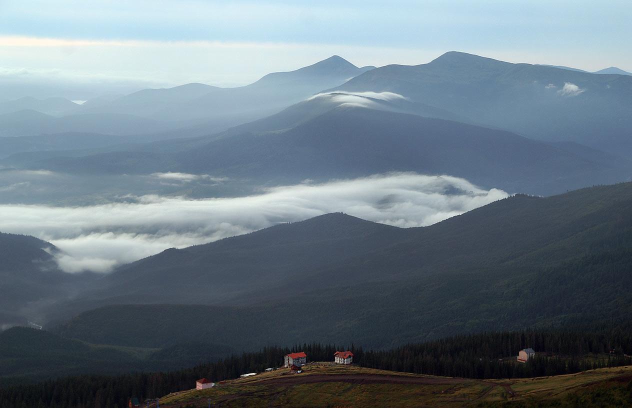 Вид на Драгобрат з гори Стіг - 1704 м