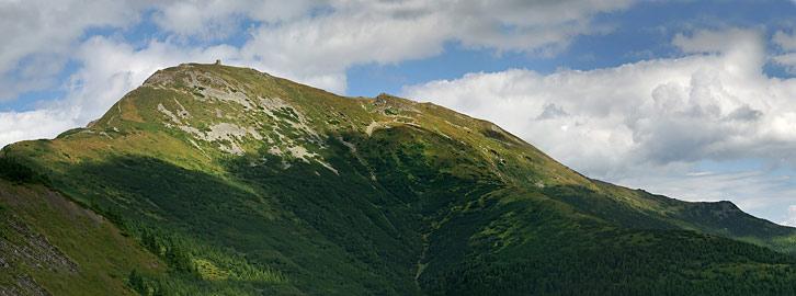 Вид на гору Піп Іван Чорногірський (2028 м) з гори Васкул