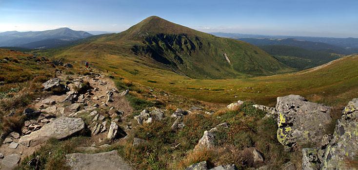 Чорногірський масив. Вид на Говерлу з вершини гори Брескул
