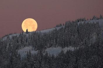 Повний місяць на Чорною Кливою