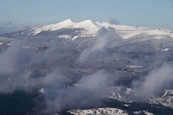 Вид на Велику та Малу Сивулю з вершини гори Чорна Клива (1719 м над р.м.)