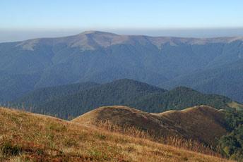 Вид на Манчул (1501 м) з гори Гропа (1495 м)