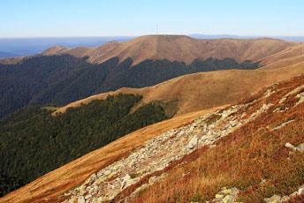 Вид на гору Топас (1548 м) з гори Сигланський