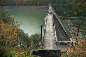 Гребля Теребле-Ріцької ГЕС у Вільшанах