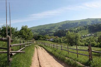 Плай - традиційна пастуша, пішо-кінна стежка в горах