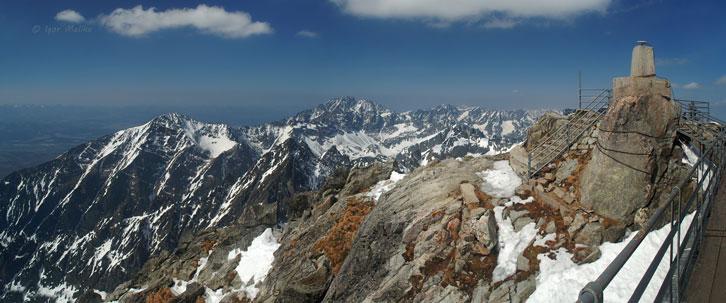 Вид на Високі Татри з вершини гори Ломницький Штит - 2634 м над р.м. (Lomnicky Stit)
