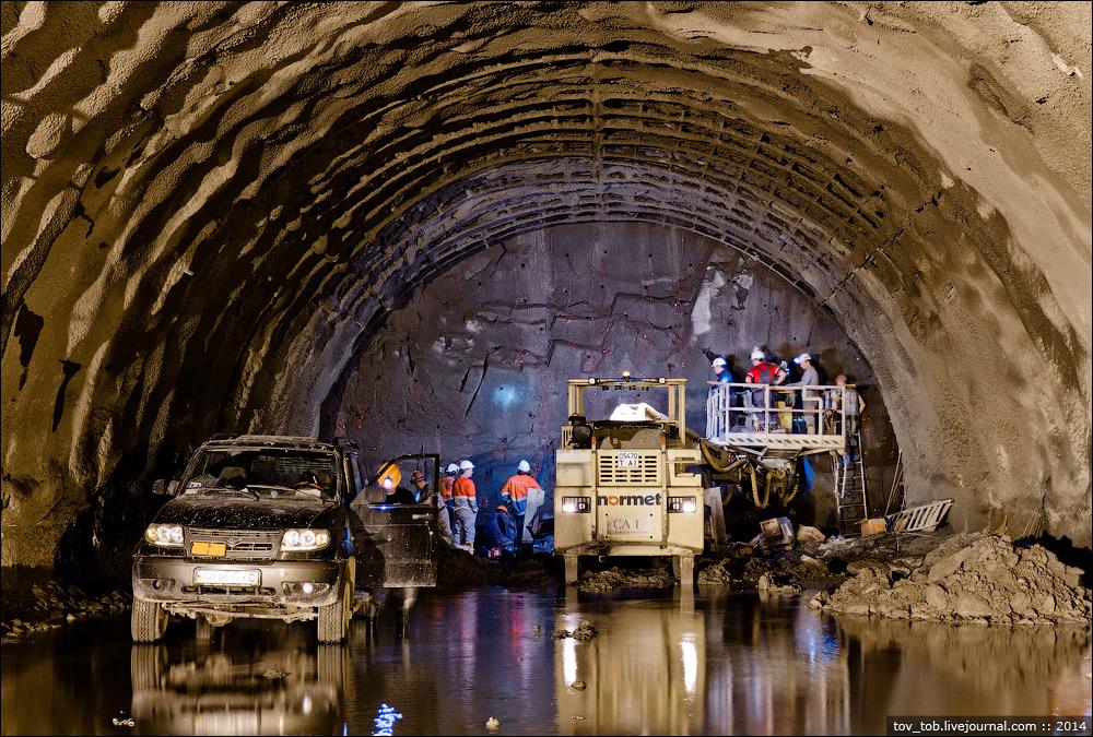Бескидський тунель в Карпатах: на будівництві щоденно працює майже 300 людей
